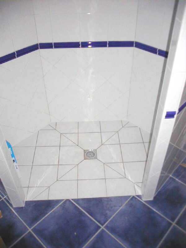 Angles archives carrelage - Comment carreler une douche italienne ...